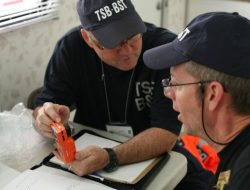 "nvestigators Lelièvre and Wallis discussing the functionality of a gas detector - CC BY-NC-ND by <a rel=""nofollow"" href=""http://www.flickr.com/people/tsbcanada"" target=""_blank"">TSBCanada</a>"
